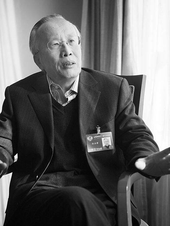 吉大学术委员会主任孙正聿认为,不应盲目迎合社会需求开设专业盲目设置